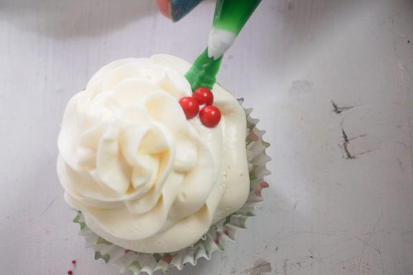 how to add holly to Christmas holly cupcakes