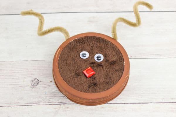 completed DIY Mason Jar Lid Reindeer Ornament