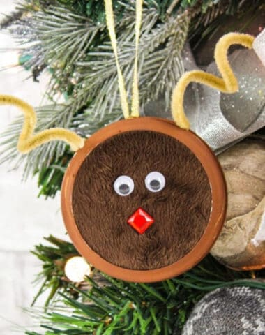 cute DIY Mason Jar Lid Reindeer Ornament