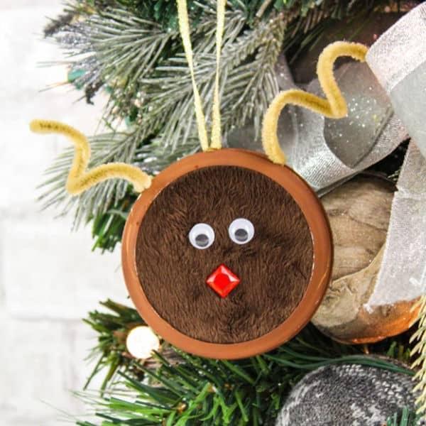 cute DIY Mason Jar Lid Reindeer Ornament