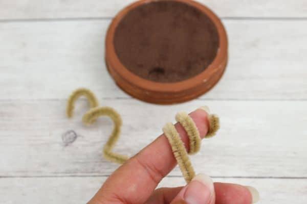 easy DIY Mason Jar Lid Reindeer Ornament
