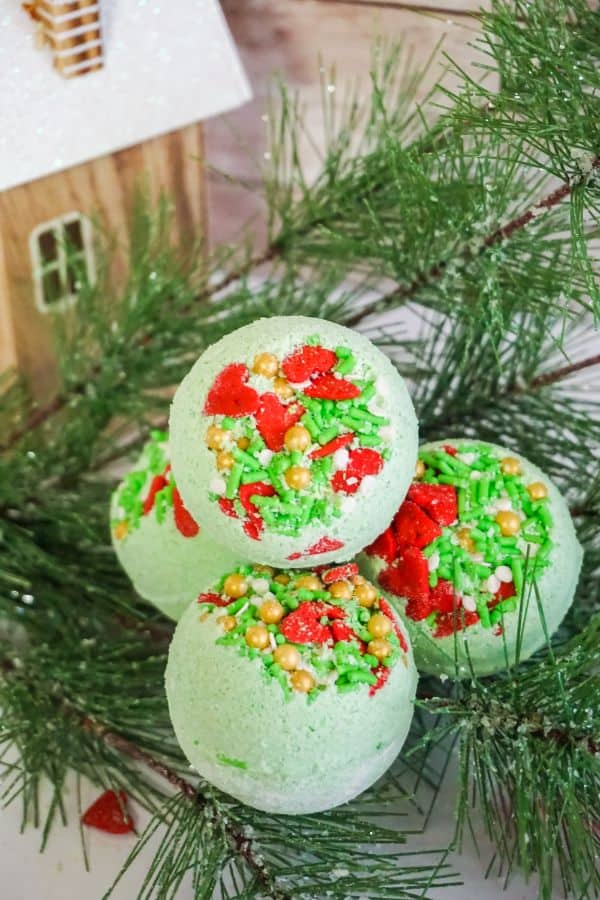DIY Grinch bath bombs