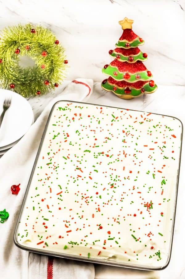 easy Christmas Jello Poke Cake